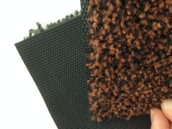 На основу из облегченной высокопрочной 100% резины методом вулканизации впаивается тафтинговое полотно из термоскрученной полиамидной нити