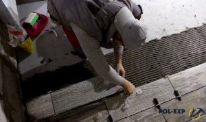 Для выравнивания плитки лучше всего использовать клинья (Система выравнивания плитки)