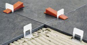 Для укладки плитки на теплый пол необходимо использовать специализированный клей, а не универсальный