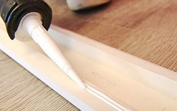 Клей для полиуретановых плинтусов