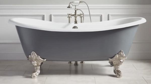 Ножки ванны не должны опираться на стыки плиток