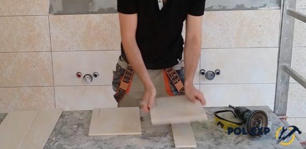 Плитка укладывается на ровную поверхность