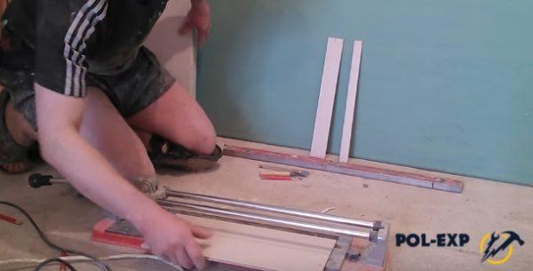 Плитка укладывается в плиткорез
