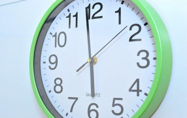 Поверхность пола должна пропитаться кислотой в течение 10-60 минут