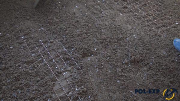 Раствор укладывается поверх сетки