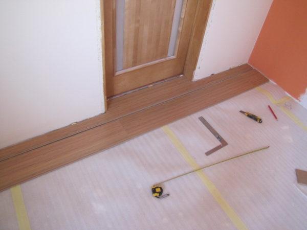 Укладка ламината в дверном проеме