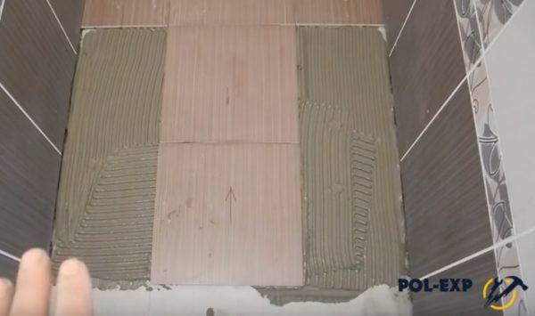 Уложены целые плитки следующих двух рядов