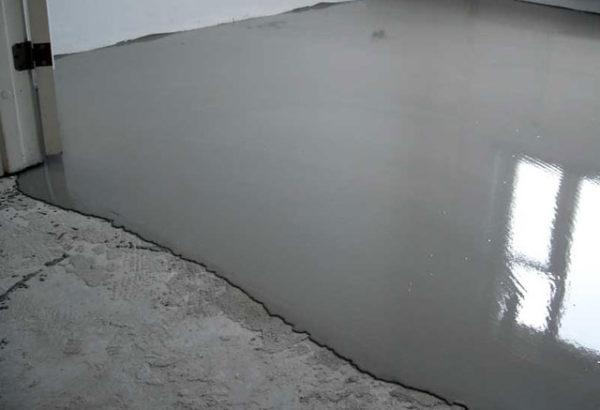 Заливка бетонного пола самовыравнивающейся смесью