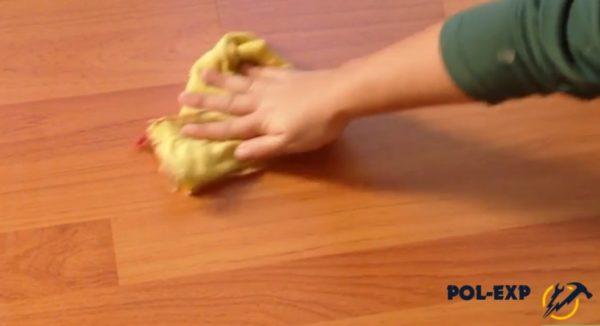 Ламинат протирается мягкой сухой тканью