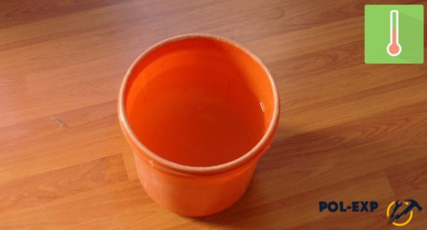 Ведро наполнено водой
