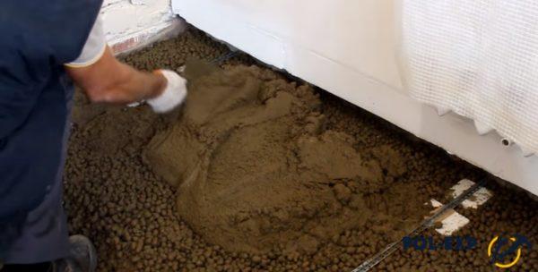 Выравнивание цементного раствора