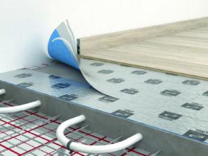 С учетом того, что под ламинатом будет проходить система водяного отопления, далеко не каждая подложка может быть использована