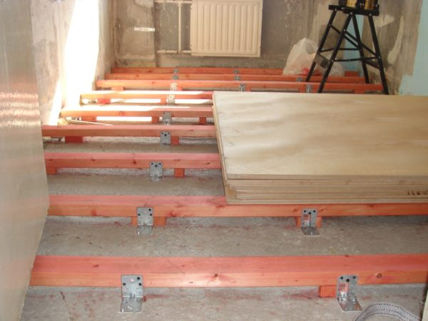 Фиксация лаг к бетонному основанию