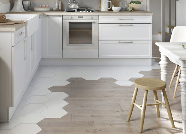 Комбинация плитки и ламината на кухне №4