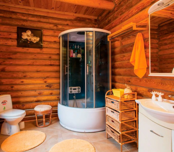 Керамическая плитка в ванной органично сочетается с материалом стен
