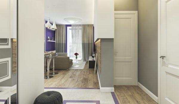 Ламинат и плитка в прихожей и гостиной