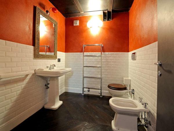 В туалете свои условия и свой микроклимат