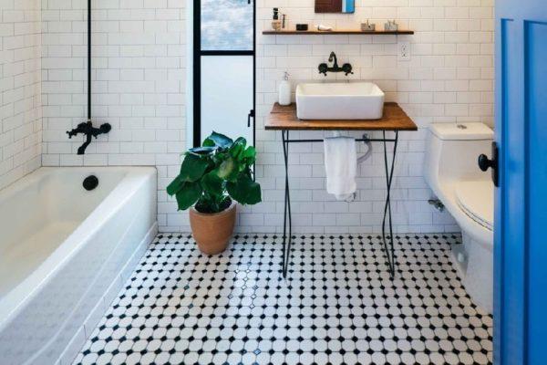 Пол в ванной может играть решающую роль в формировании ее облика