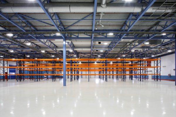 Промышленные полы для склада отвечают особым эксплуатационным требованиям