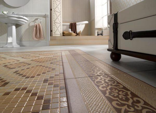 Мозаичные фрагменты на полу