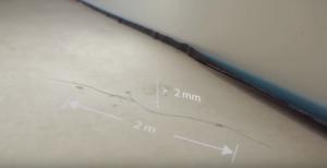 На бетоном основании есть вероятность обнаружения трещин