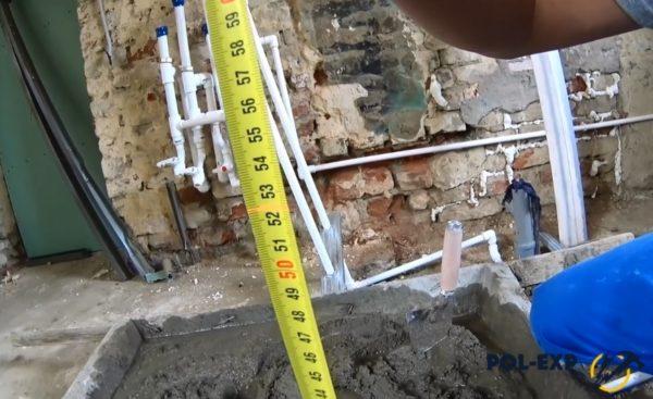 Далее нужно определить высоту будущей стяжки