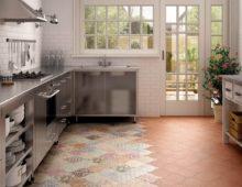 Плитка оригинальной формы и расцветки преображает интерьер