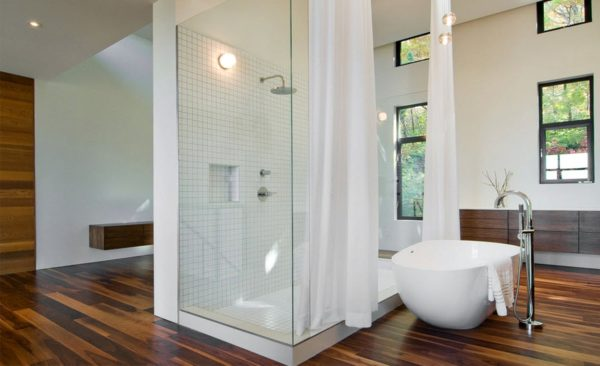 Натуральная древесина в ванной. Вариант 5