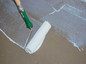 Некачественная грунтовка поверхности или полное ее отсутствие