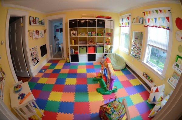 Модульный мягкий пол можно укладывать в любом месте комнаты