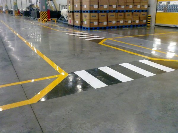 Разметка позволяет правильно организовать работу склада и распределить допустимые нагрузки
