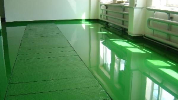 Эластичный и ударопрочный, полиуретановый наливной пол подходит для поверхностей, испытывающих регулярные деформационные воздействия