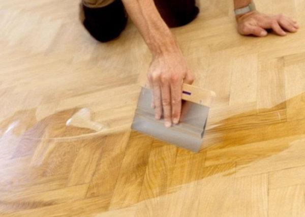 Любое деревянное покрытие нуждается в дополнительной обработке, в том числе - паркет