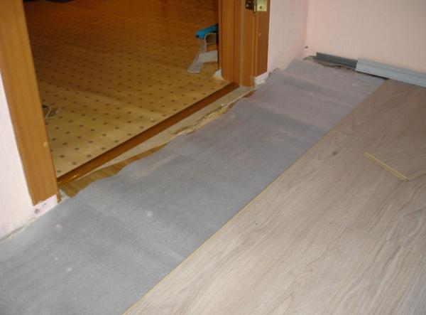 Укладка по плитам перекрытия в обычной городской квартире