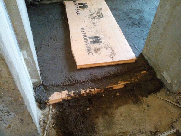 Стяжка в квартире по бетонному основанию