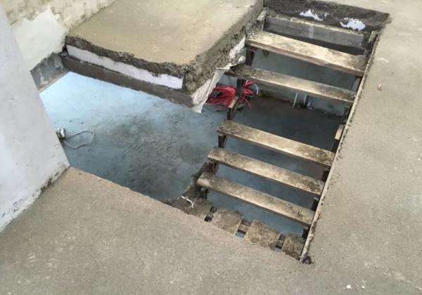 Пенопласт в теле стяжки при заливке лестницы
