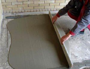 Цементная стяжка - наиболее популярный и экономичный вариант выравнивания чернового пола