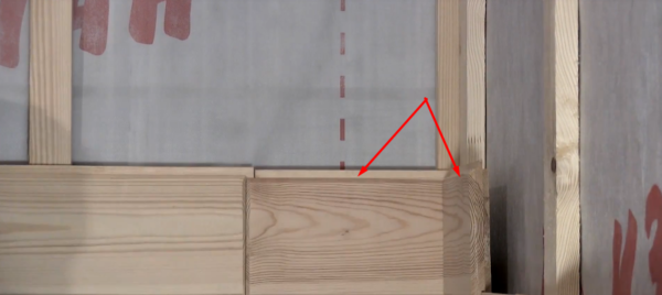 Обрезанную часть плашки используют в качестве элемента противоположной стены