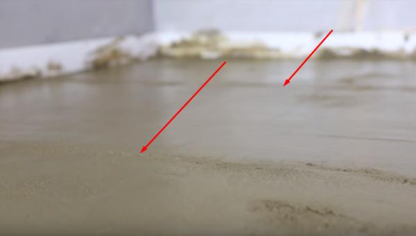 После удаления профиля бороздки заделывают пескобетоном
