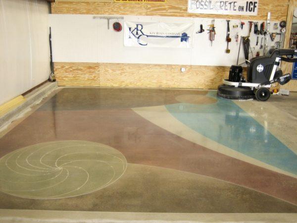 При желании бетонный пол можно сделать довольно привлекательным