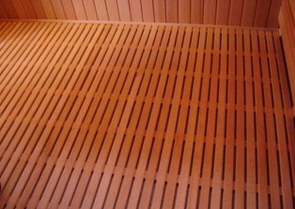 Деревянный пол протекающего типа – вода не задерживается на поверхности