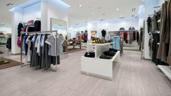 В коммерческих помещениях с большой нагрузкой нужны качественные покрытия