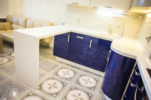 Плитка на кухне – наиболее распространенный тип отделки