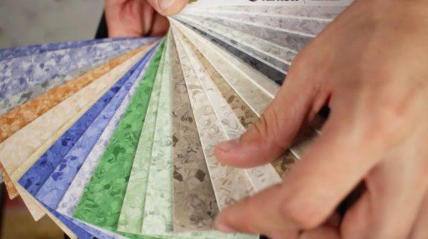 Разнообразие рисунков и оттенков линолеума