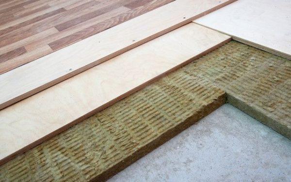 Еще один из способов создания чернового пола – укладка по плитному утеплителю на бетонном основании