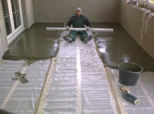 Процесс заливки стяжки