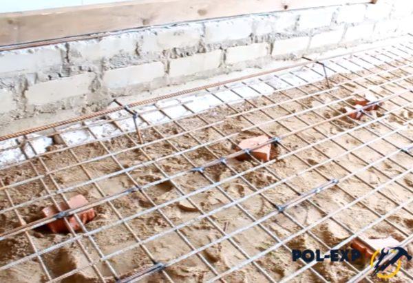 Для увеличения прочности бетона установлена армирующая сетка