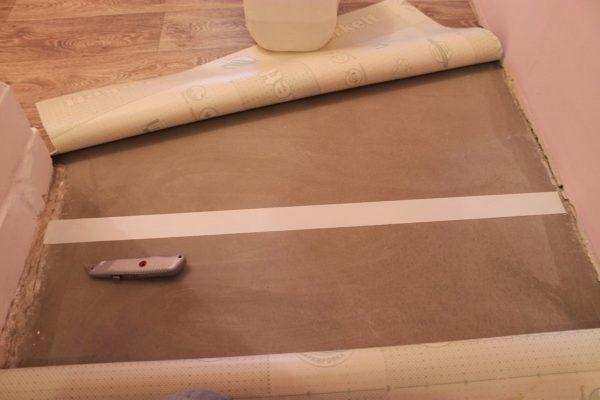 Использование двухсторонней клейкой ленты для фиксации полотна