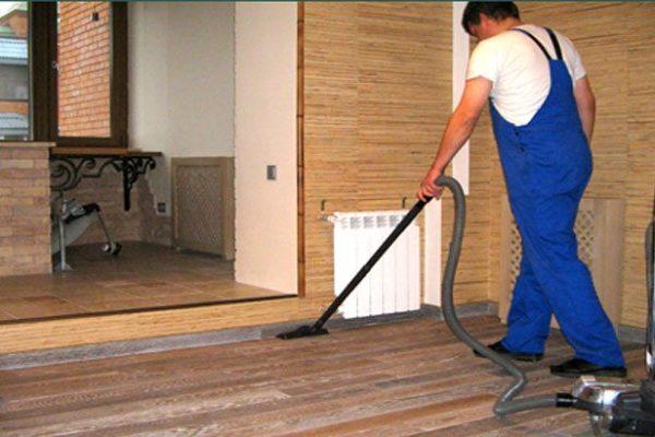 Избавляемся от пыли на полу из ламината