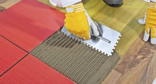 Можно ли класть плитку на деревянный пол